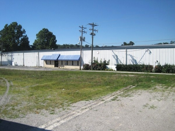 SOLD! ABSOLUTE AUCTION JUNE 15th 1:30pm; FACTORY BUILDING LOCATED IN WILLIAMSBURG, KY - JUST OFF HWY. 25W AND NEAR I-75. $395,000 Kentucky Real Estate