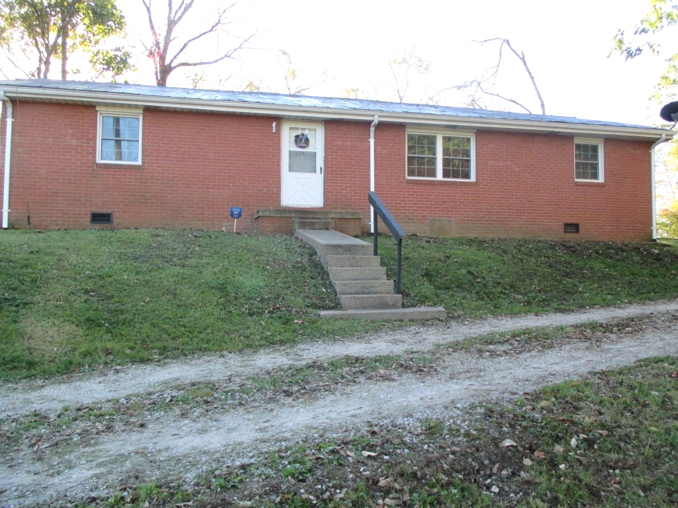 SOLD!  734 Croley Bend Rd., Wmsbg  |  Brick home, 1152sf in a great location only .7 mile from the city limits. Kentucky Real Estate