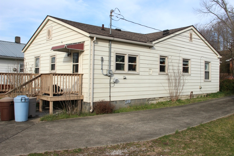 SOLD  206 HAMLIN ST., CORBIN | Frame home with vinyl siding, 3 bdrms, nearly new central heat and air Kentucky Real Estate
