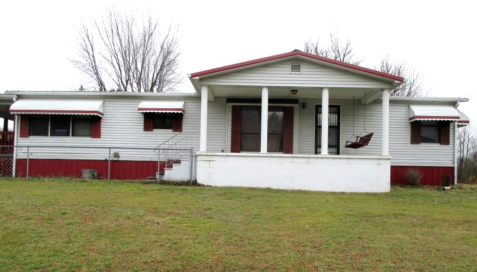 5280 S Hwy 25w, Wmsbg  Large fenced lot, 1990 26' X 54 double wide, 3 bedrooms, 2 baths, kitchen, large living room w/fireplace, Kentucky Real Estate