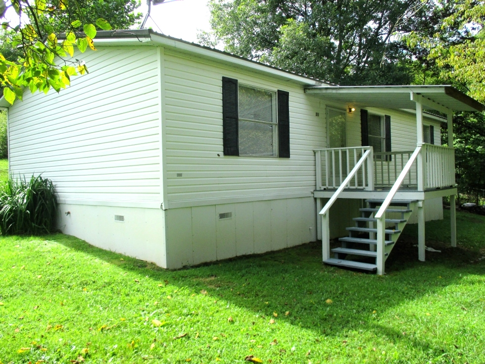 411 E. Right Fk. Rd. | 3 bedroom doublewide in great condition and conveniently located Kentucky Real Estate