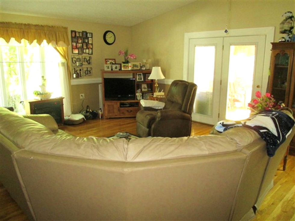 SOLD! 1656 Bethel Rd Pine Knot:    A 1717 SF+/- vinyl sided home with three bedrooms, 3 baths,